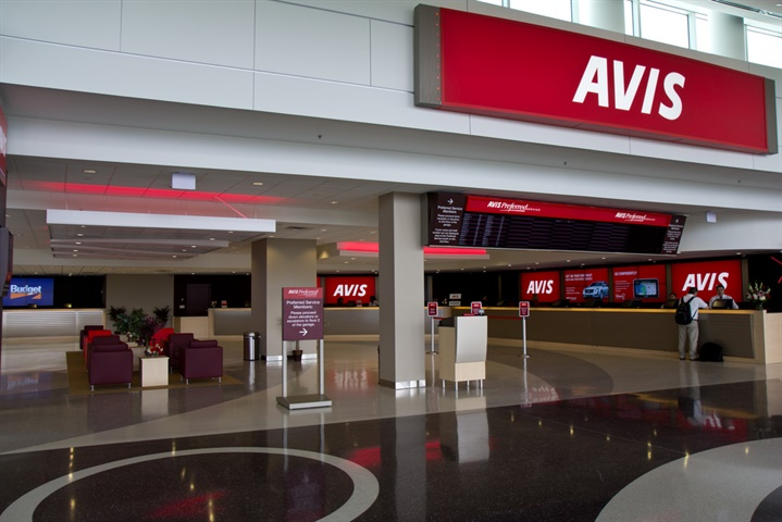 Avis Budget Group, Inc. (NASDAQ:CAR) Shares on the Go mid-Session