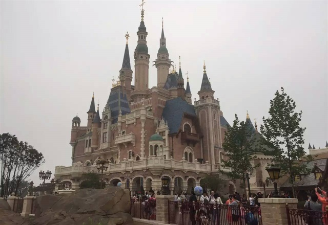 Storybook Castle at the Shanghai Disney Resort. Photo via Wikimedia.
