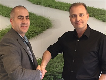 Richard Lowden, CEO and founder of Green Motion (right), shakes hands with Branislav Djurdjic, who will run the new franchise in Serbia. Photo courtesy of Green Motion.