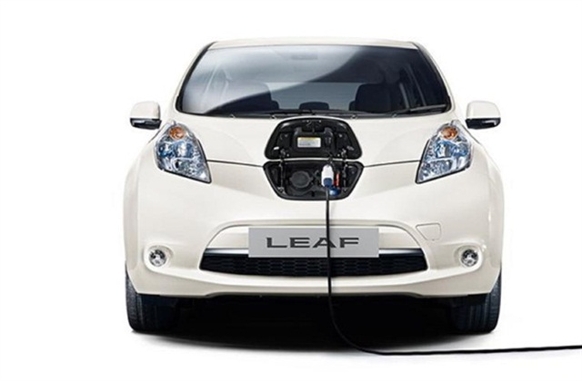 Hertz will be renting the Nissan LEAF from some of its locations in Spain. Photo credit: Hertz Corp.